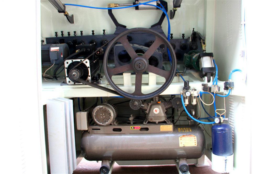 Piegatrice a filo CNC4